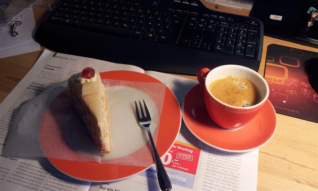 Kaffee neben Kuchen