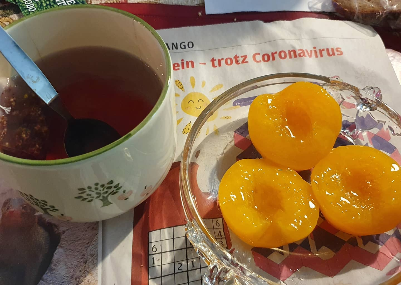 Tee an Pfirsich