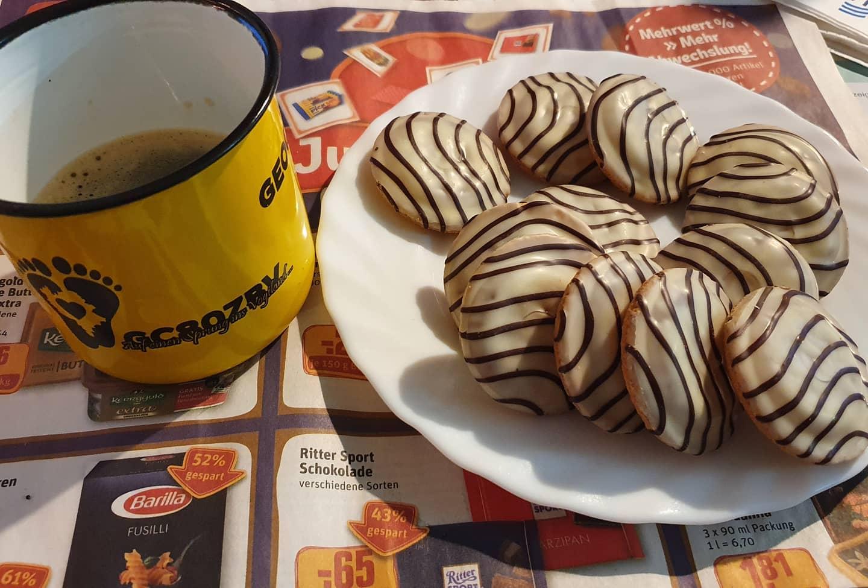 Kaffee an Keksen